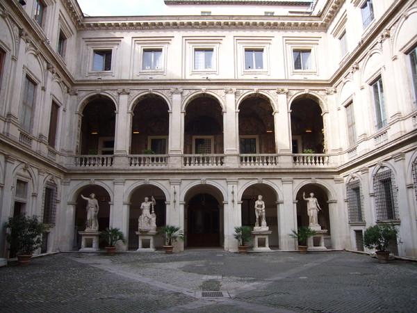 1011-Palazzo_Altemps_-_cortile_1010531